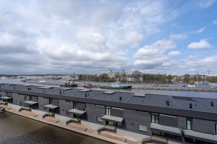 View from the balcony to the Turku Castle and Aurajoki