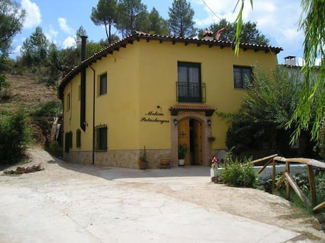 Casa rural 15p. Río Mundo para familias y grupos