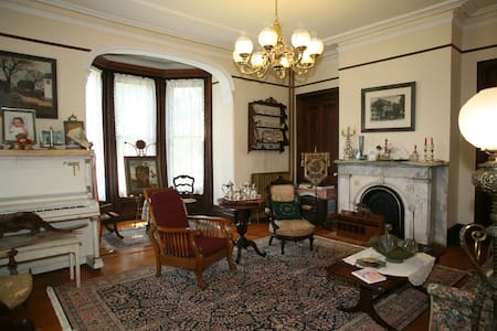 The Grand Dutchess - Red Hook - Bed & Breakfast