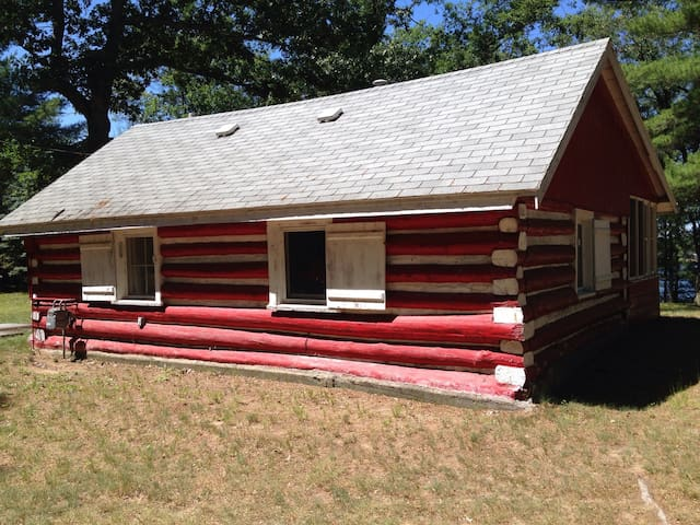 The Little Red Cabin; waterfront; pets welcome - National City - Cabane