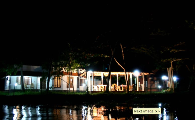 Love dale lakeside homestay. - Alappuzha - Casa
