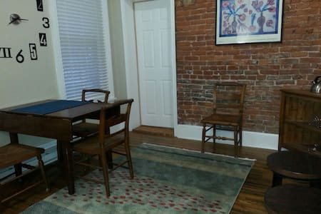Porch Place-Private apt on the park - Wilmington - Flat