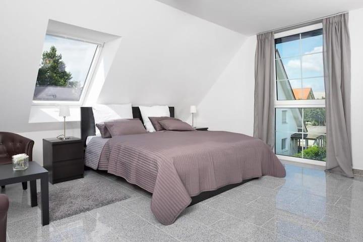 Ferienwohnungen an der Thermenallee, (Bad Krozingen), Ferienwohnung 1. OG, 85 qm,  2 Schlafzimmer, max. 6 Personen