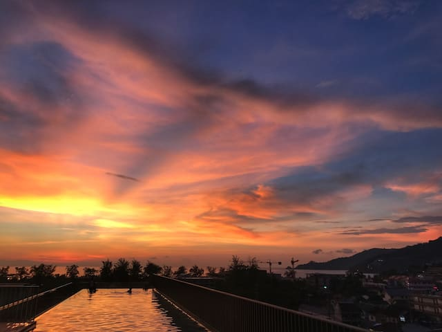 Luxury 2-bedroom Condo with kitchen in Patong