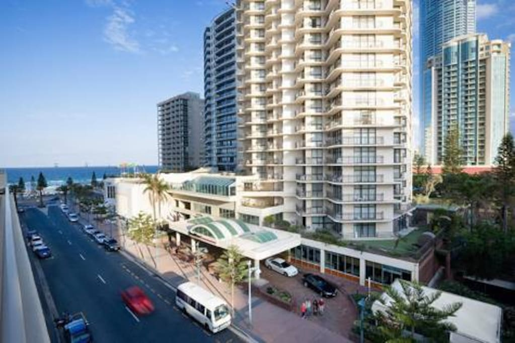 This beautifully relaxing apartment is only steps away from the famous Surfers Paradise Beach