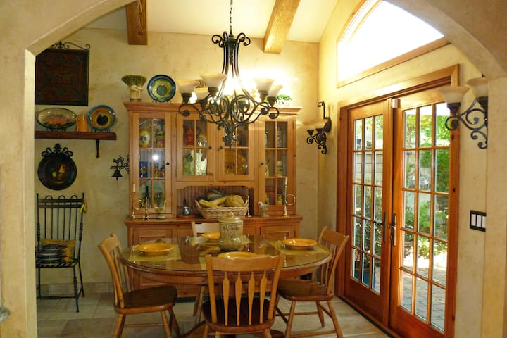 French Inspired Home Mission Viejo - Mission Viejo - Bed & Breakfast