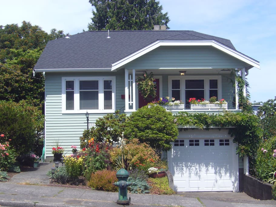 Cute Craftsman style house
