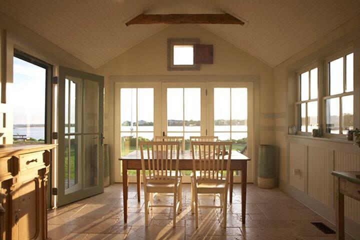 Southampton Waterfront Beach House - Southampton - Dům