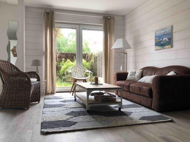 Bel appartement en rez-de-jardin à 100m des plages