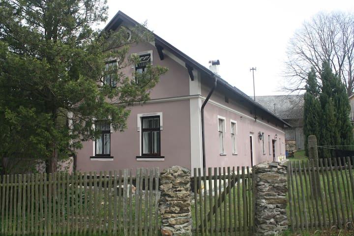 Selská usedlost v srdci Českého lesa (max 16 osob)