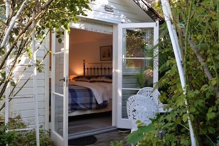 Hatepe Rose Cottage
