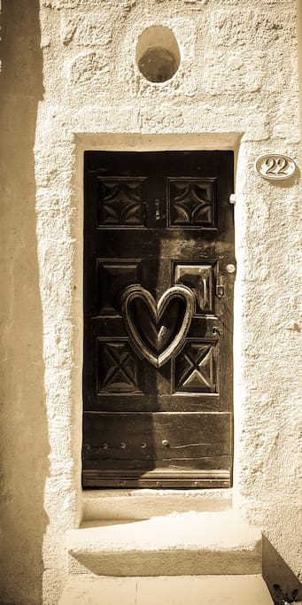 The famous front door of Porte 22: the heart of Pezenas