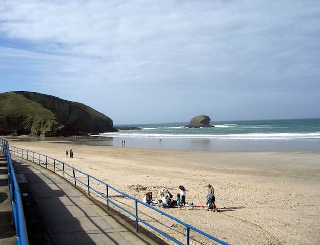 Twin room by the sea for one or two people - Portreath - Dům