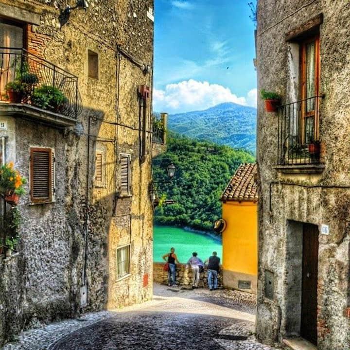 Castel di Tora's spot