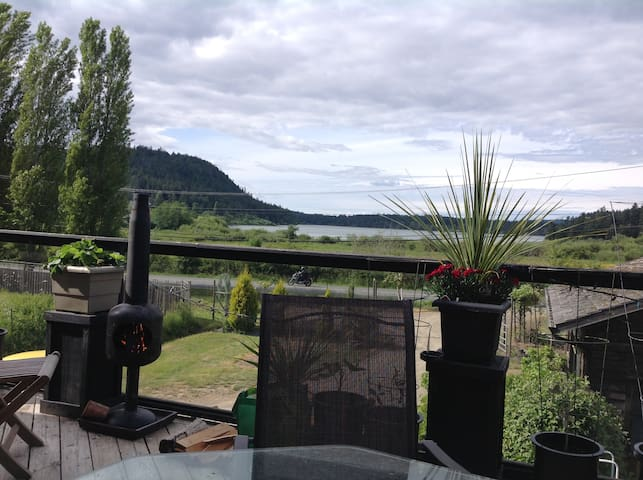 Private Bright Bed Bath and Patio - Saltspring Island - House