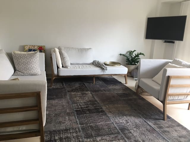 Spacious, modern apartment in  Mermoz