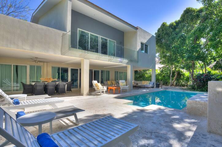 Gorgeous Caribbean 4 bedroom villa - Tortuga B53