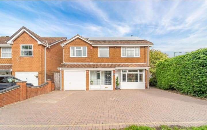 Large 5 Bedroom Family Home For Let