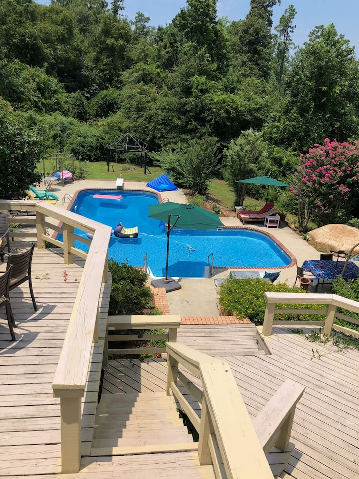 Beautiful 42 ft pool and outside Kitchen