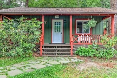 Pine Cottage @ Magnolia Streamside Resort