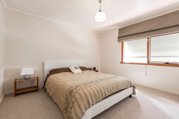 Sunny, spacious apartment in Heidelberg Vic - Heidelberg - Flat
