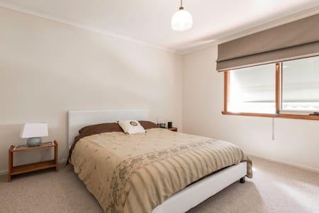 Sunny, spacious apartment in Heidelberg Vic - Heidelberg - Apartment