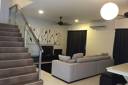 Exclusive Holiday Home 4 Bedroom - Tanjung Bungah - Casa