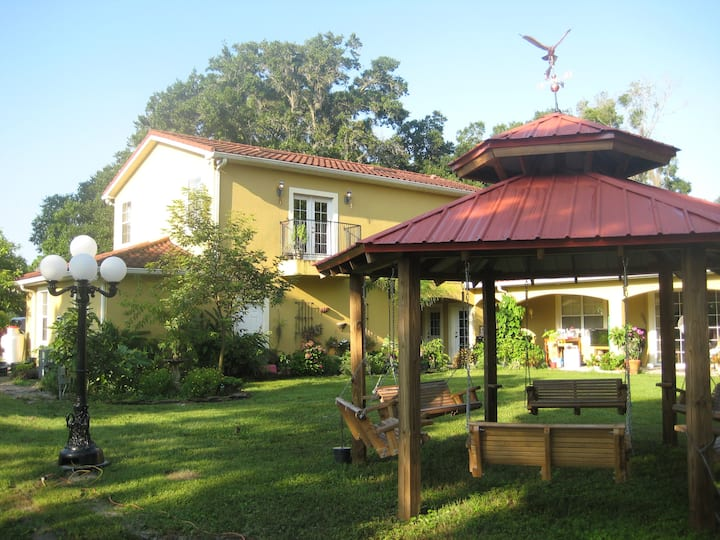 Peaceful Apartment on Small Urban Farm