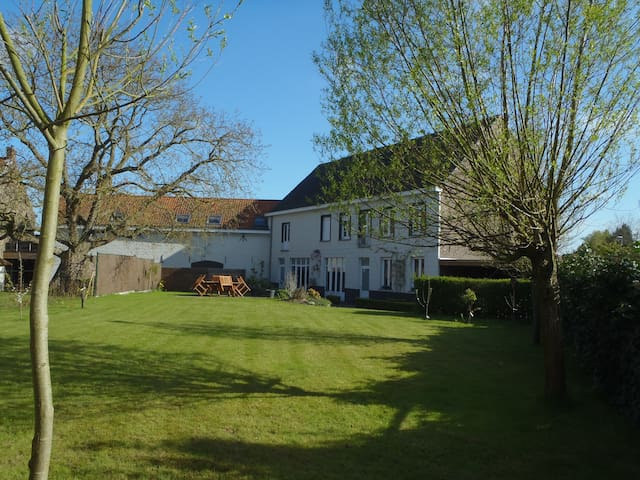 pRETThouse - Menen - Bed & Breakfast