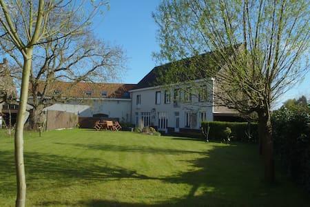 pRETThouse - Menen