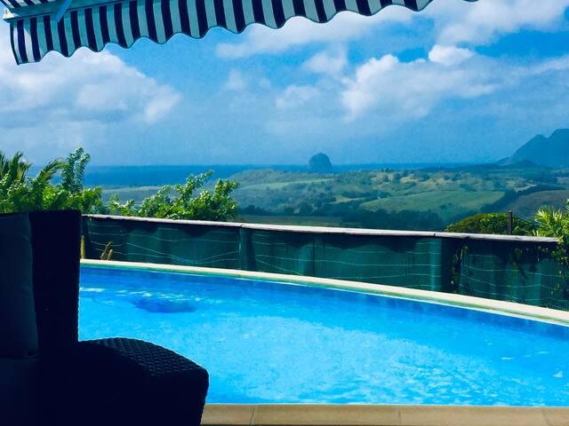 Piscine, vue mer, belle chambre chez l'habitant