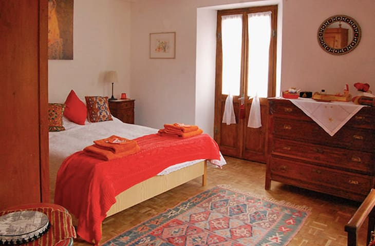 Charming B&B in beautiful and quiet hills (Double)