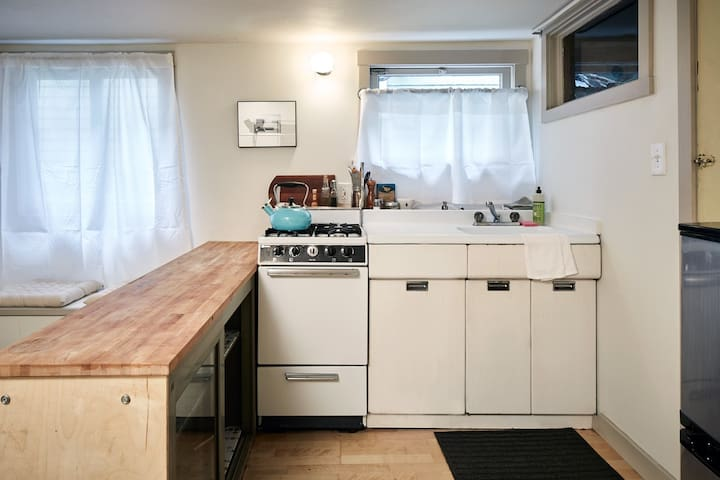 kitchen with stove/oven, fridge/freezer, and all the basics