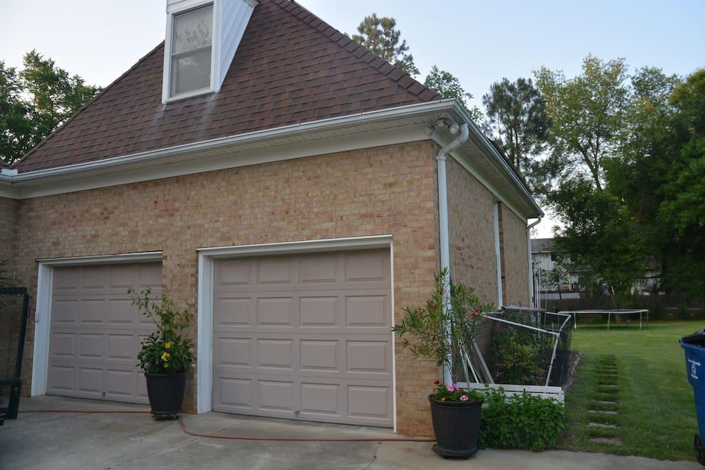 Suite rental access is around garage through courtyard.