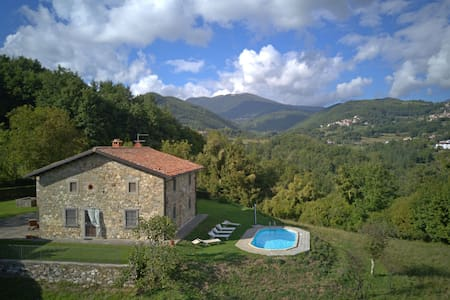 Typical tuscan house with private pool for 8 People