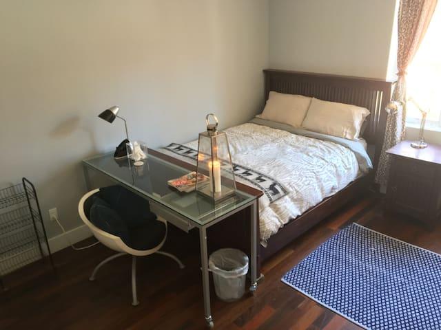 Spacious room in new Bushwick bldg - Brooklyn - Apartment