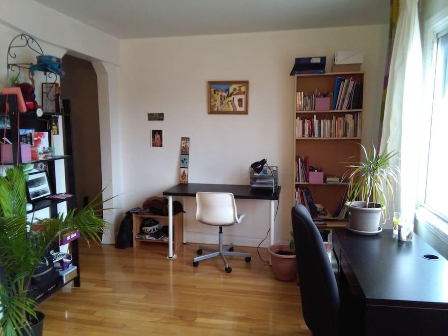 Salon, deux espaces de travail