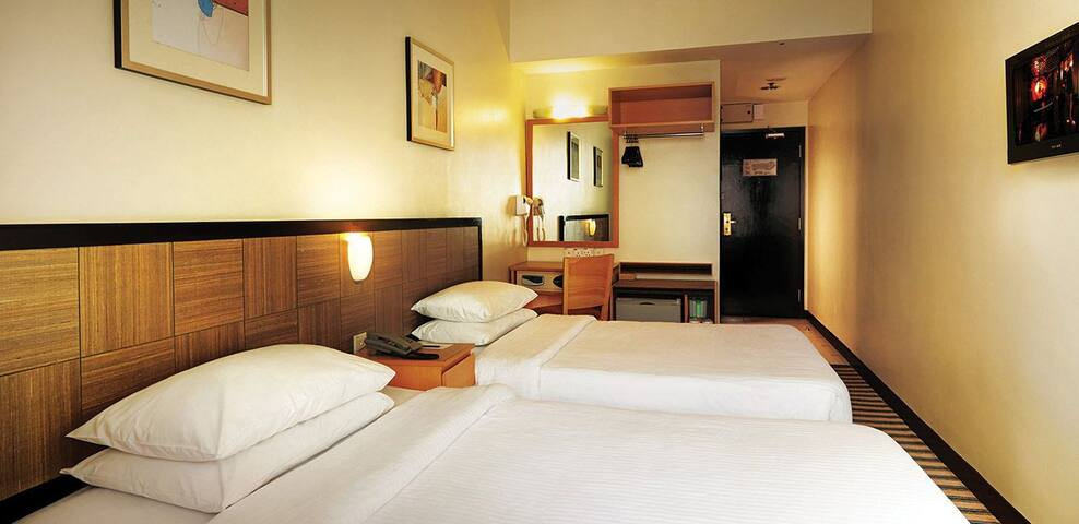 First World Hotel, Deluxe Room