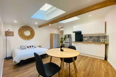 Studio III climatisé moderne et calme hyper centre