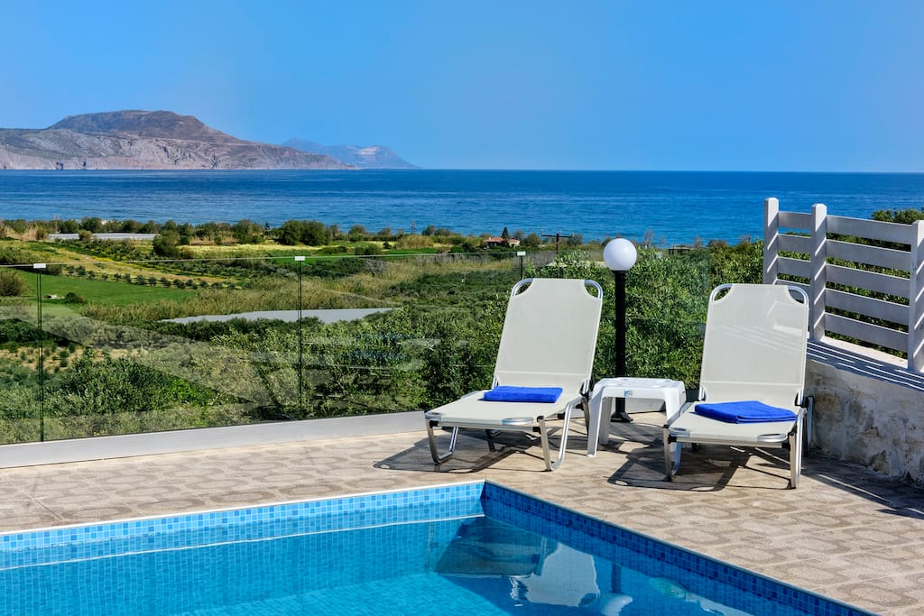 25m2 private pool, 1.25m deep, equipped with sun beds and umbrellas!