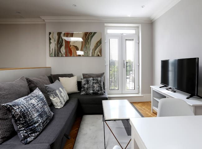 Contemporary Apartment Very Close To Earls Court