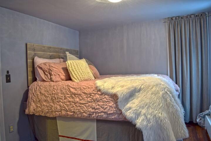 Bedroom #1 / Queen