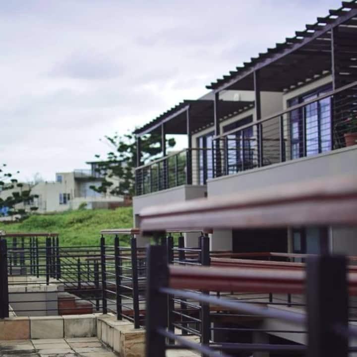 Contemporary Sea Facing Apartment Durban North