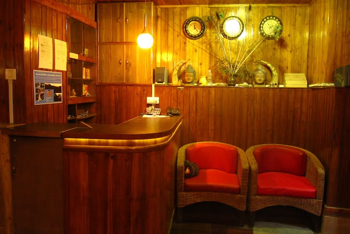 Golden Orchid-The Lodge (Room-1) - Darjeeling - Guesthouse