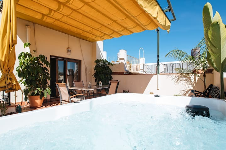 AMAZING PENTHOUSE/VIEW IN TRIANA, JACUZZI, CENTRO