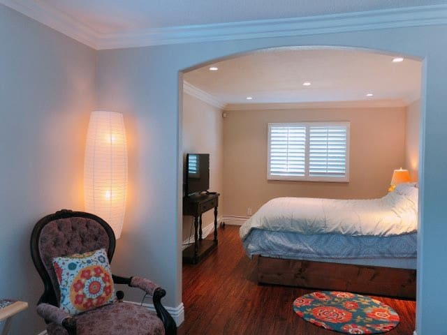 Spacious Master Bedroom Suite in Laguna Hills