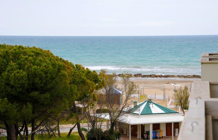 Bilocale ristrutturato nel 2018 a 200m dal mare