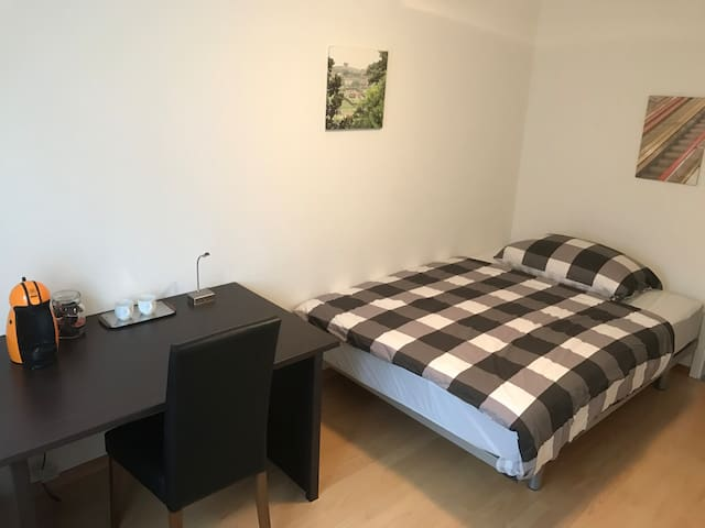 nice Room located near Sursee and Lucerne - Schenkon - Apartament