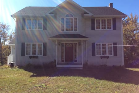 Enjoy some fun in a relaxing spacious home! - Cole Harbour