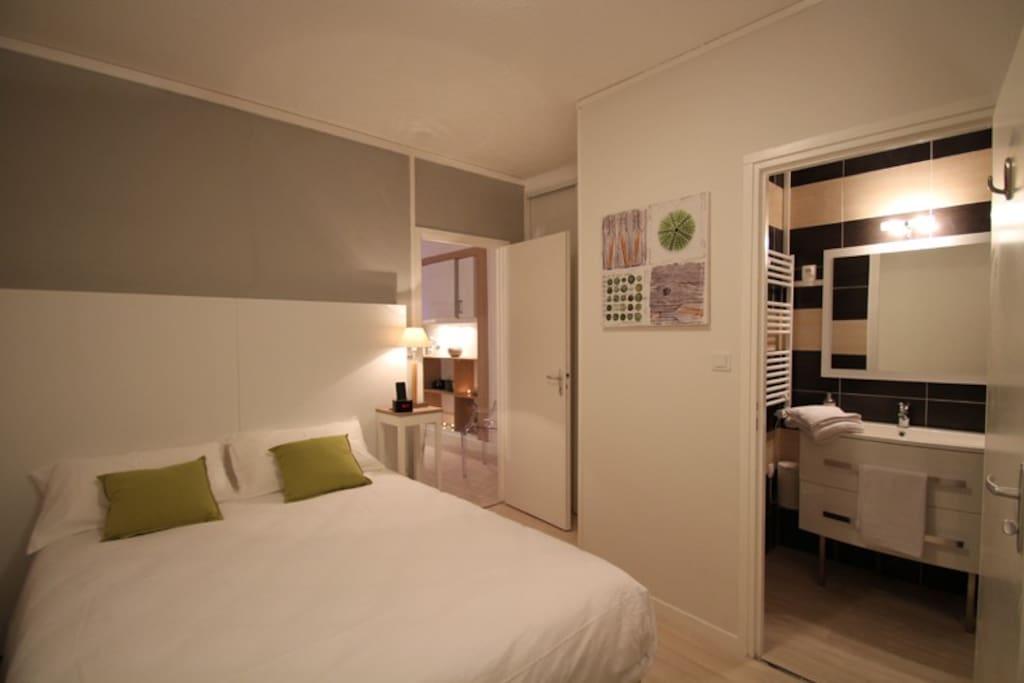 Chambre au calme, lit fait à l'arrivée, linge de toilette fourni
